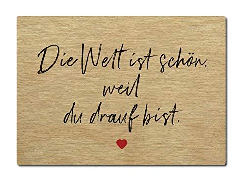 Interluxe Postkarte aus Holz Die Welt ist schön, weil du drauf bist DIN A6 105x148mm Karte Echtholz Spruch Liebeserklärung