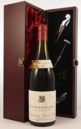 Chambolle Musigny 1982 Chanson Pere & Fils en una caja de regalo forrada de seda con cuatro accesorios de vino, 1 x 750ml
