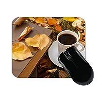 1杯のコーヒー黄色葉本秋マウスパッド