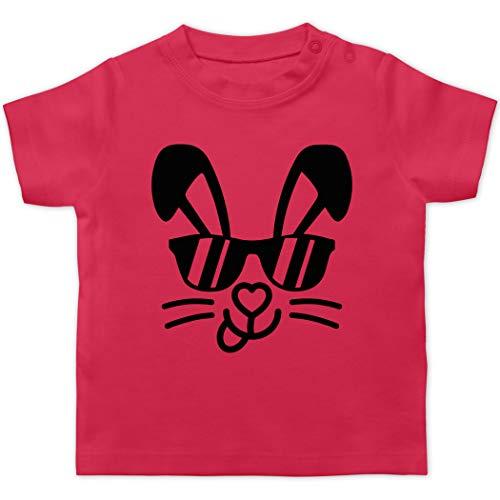 Ostern Baby - Hase mit Sonnenbrille - schwarz - 3/6 Monate - Fuchsia - Statement - BZ02 - Baby T-Shirt Kurzarm