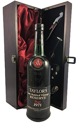 Taylor's Late Bottled Vintage Reserve 1971 in einer mit Seide ausgestatetten Geschenkbox, da zu 4 Weinaccessoires, 1 x 750ml