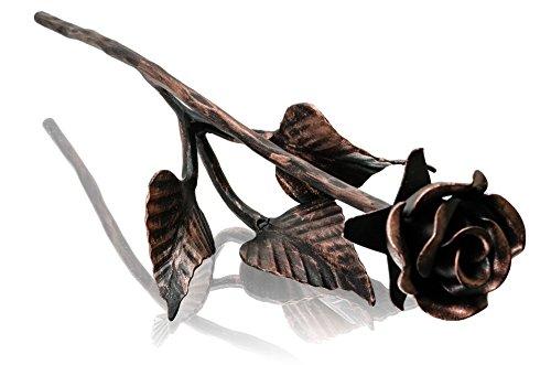 Rosa forjada artesanalmente de hierro pintada a mano