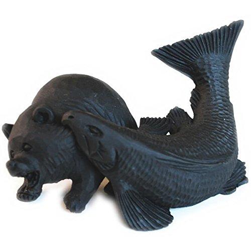 エコ炭の置物 【鮭にくわえられた熊 小サイズ】
