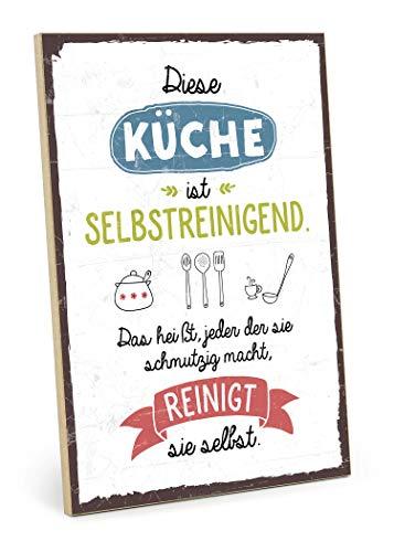 TypeStoff Holzschild mit Spruch – Diese KÜCHE IST SELBSTREINIGEND – im Vintage-Look mit Zitat als Geschenk und Dekoration (Größe: 19,5 x 28,2 cm)