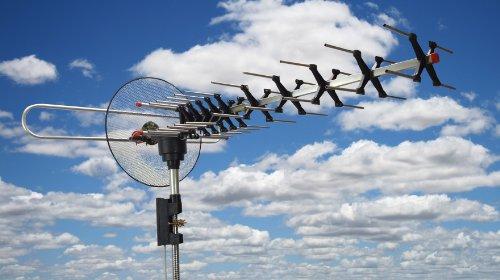 BoostWaves Digital Outdoor TV Antenna UHF VHF FM Signal Reception HDTV 360 Degree Rotation Parabolic Focusing Antenna