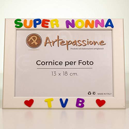 Cornici per foto in legno con la scritta Super Nonna TVB e decorata con cuoricini, da appoggiare o appendere, misura 13x18 cm Bianca. Ideale per regalo e ricordo.