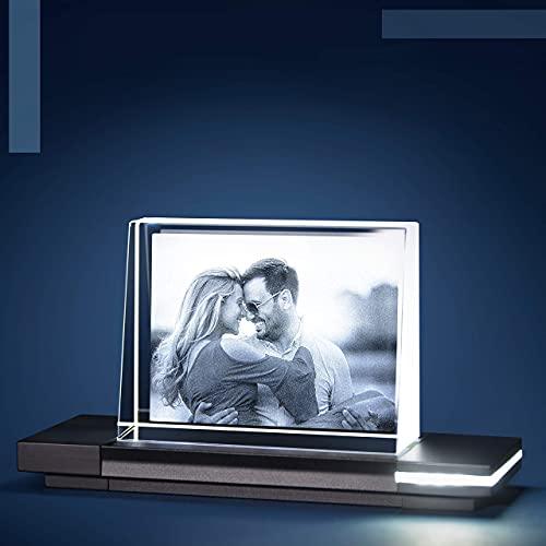 Isonio Glasfoto - Ihr Foto in hochwertiges Glas gelasert, mit hellem LED Leuchtsockel aus schwarzem Alu (Glasfoto mit Leuchtsockel, Gr. S Quer 80 x 60 x 25...