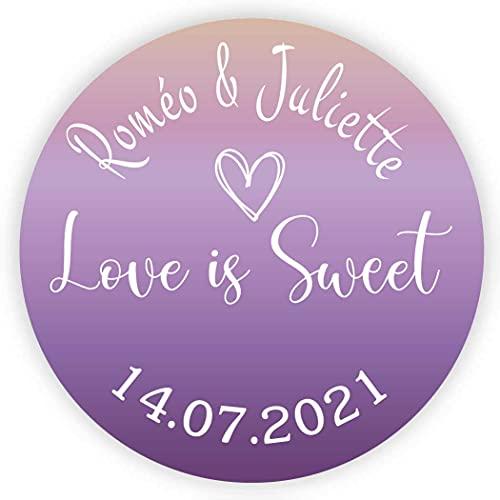 MameArt 50 Piezas Pegatinas Boda Personalizadas Love is Sweet Corazón Nombres y Fecha, 4cm Etiquetas Perfecto para Invitaciones Matrimonio Boda Fiesta (Púrpura)