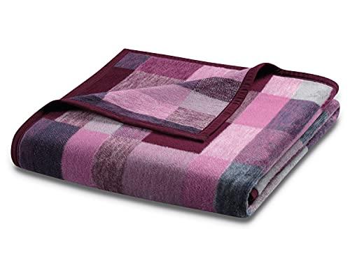 biederlack® flauschig-weiche Kuschel-Decke I Made in Germany I Öko-Tex Standard 100 I nachhaltig produziert I Wohn-Decke Color Squares aus Baumwolle I Sofa-Decke in 150x200 cm (Beere-Rosa)