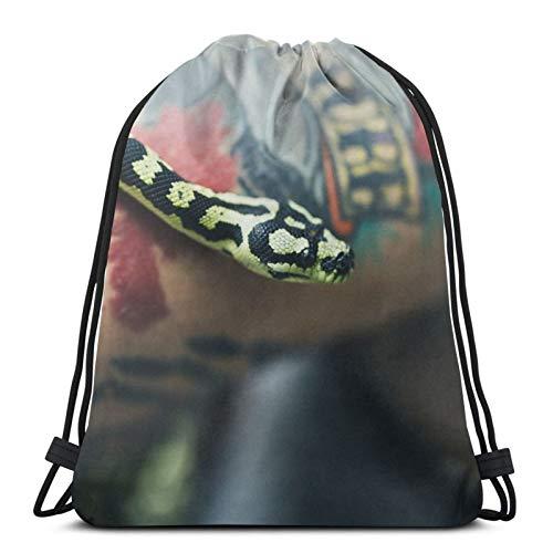 Perfect household goods Rucksack mit Schlangenarm, Tattoo-Waage, Kordelzug, leicht, Fitnessstudio, Reisen, Yoga, Freizeit-Snackpack, Schultertasche für Wandern, Schwimmen, Strand