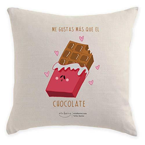 srta. borns Cojín con Frase de Amor - Me Gustas más Que el Chocolate (40x40 cm)