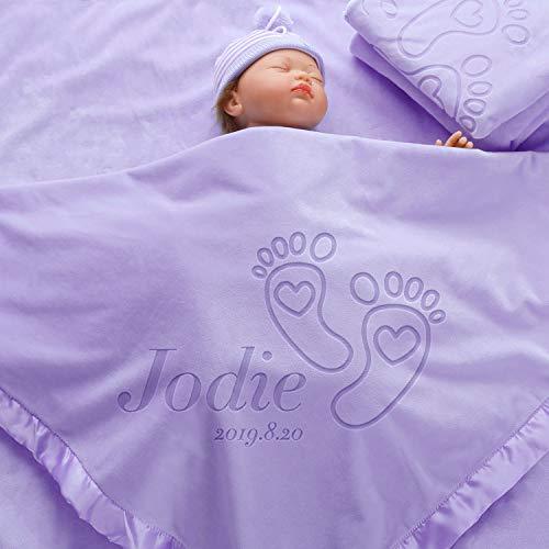 AW BRIDAL Manta de Bebé Personalizada para Niños Niñas Mantas de Recepción Personalizadas Grandes Con Nombre de Huella - (36 x 36 Inch) Ribete Satinado, Vellón (2 Líneas de Texto)