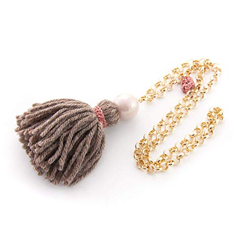 Collana lunga Collana fantasia per donna con pompon, nappina in lana, perla rosa pallido e catena. Borlon,tassel, nappe lana marrone chiaro. Rosa, nastro rosa macramè.