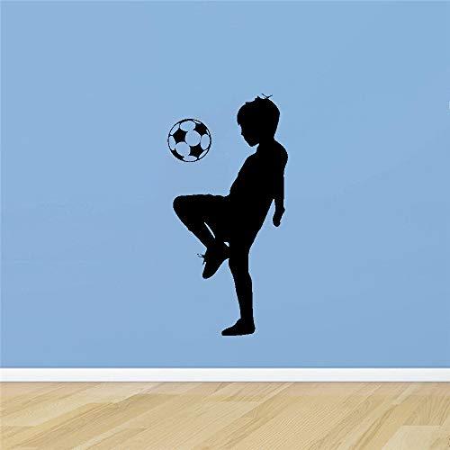 Kleine jongen voetbal wandsticker jongen behang kinderkamer decoratie vinyl wandsticker slaapkamer decoratie voetbal muurschildering sticker 58 cm x 38 cm