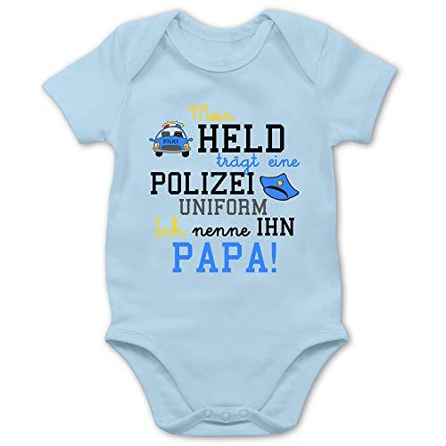 Shirtracer Sprüche Baby - Mein Held trägt eine Polizeiuniform - 3/6 Monate - Babyblau - Baby Tante Body - BZ10 - Baby Body Kurzarm für Jungen und Mädchen