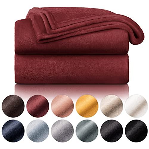 Blumtal Flauschige Kuscheldecke – hochwertige Wohndecke, super weiche Fleecedecke als Sofaüberwurf, Tagesdecke oder Wohnzimmerdecke, 150 x 200 cm, Dunkelrot
