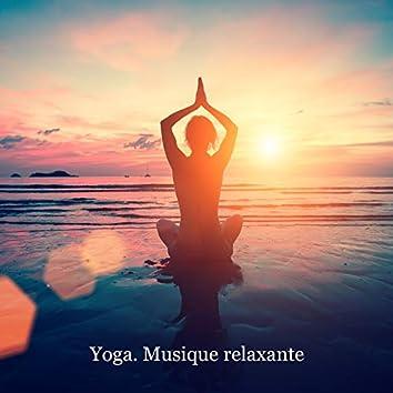 Yoga. Musique relaxante. Renforcer les muscles et la colonne vertébrale. Belle musique pour l'exercice