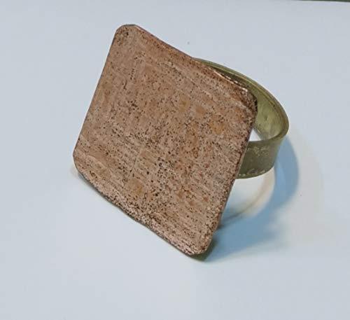 Anillo quadrado artesanal ajustable de cobre y latón.