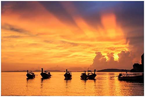 Wallario Glasbild Thailändische Fischerboote bei Sonnenuntergang - 60 x 90 cm in Premium-Qualität: Brillante Farben, freischwebende Optik