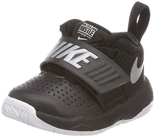 Nike Team Hustle D 8, Pantofole Unisex-Bimbi 0-24, Nero (Black/Metallic Silver/White 001), 21 EU