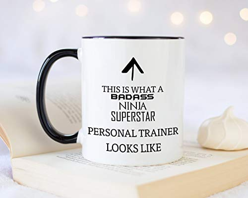 Taza de café con texto en inglés «This is What A Badass...