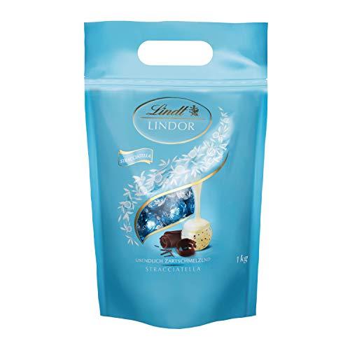 Lindt LINDOR Stracciatella, Weiße Schokoladen-Kugeln mit Kakaosplittern und zartschmelzender Füllung, 1 kg
