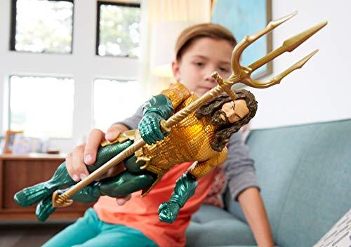 Mattel GmbH fxf67DC Aquaman Deluxe Figura con luz y sonido, joven, 30cm 6
