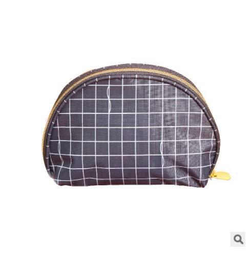 Main Tenant Un Sac Cosmétique Semi-Circulaire Petit Sac Cosmétique Féminin Portable Sac De Rangement Cosmétique Portable Simple