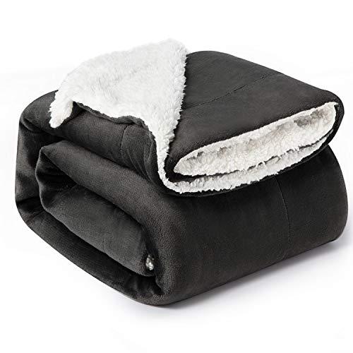 Bedsure Manta Cama 90 Invierno - Manta Sofa Grande Polar Reversible de Franela y Sherpa, Manta Sofa Gruesa 150x200 cm de Microfibra Suave y Borreguito, Antracita