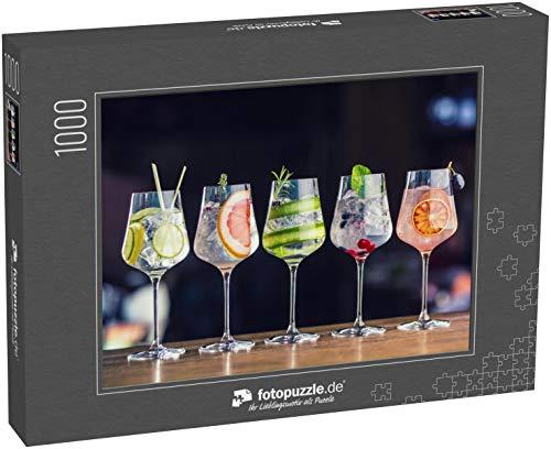 fotopuzzle.de Puzzle 1000 Teile Fünf farbenfrohe Gin Tonic Cocktails in Weingläsern auf der Theke im Welpen- oder Restaurant (1000, 200 oder 2000 Teile)