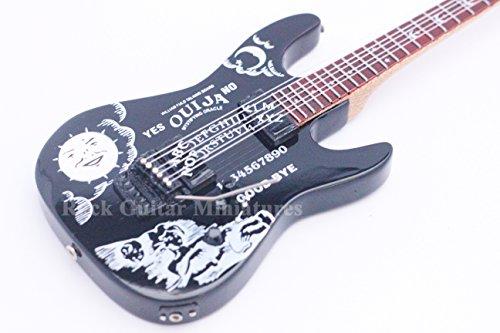 RGM127 Metallica Kirk Hammett negro guitarra en miniatura TPU guitarra en miniatura diseño de guitarra eléctrica de miniaturas Metallica James Hatfield Lars Ulrich Kirk Hammett Black Label Society la