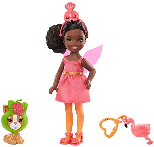 Barbie GJW30 - Club Chelsea Puppe (brünett) im Flamingo-Kostüm, mit Kätzchen und Zubehör, Spielzeug ab 3 Jahren