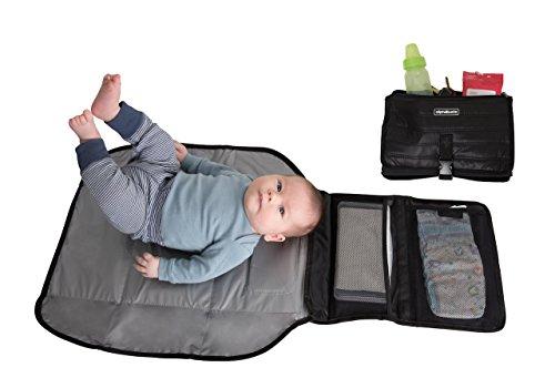 Alphabetz - Cambiador portátil para bebé, cambiador de pañales y cambiador de viaje plegable con funda de toallita de regalo, color negro