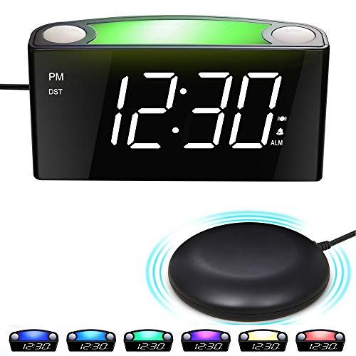 "Mesqool Reloj Despertador de vibración Fuerte, Pantalla de 7\"" LED, luz Nocturna de 7 Colores, Control de Brillo, 3 Niveles de Volumen, 2 Puertos de Carga USB, Reloj Digital para Parejas, sordos"