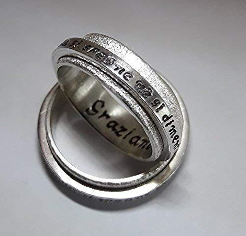 Anillo de compromiso o de aniversario en plata, con texto personalizado y aro rotatorio. Precio por 2 anillos