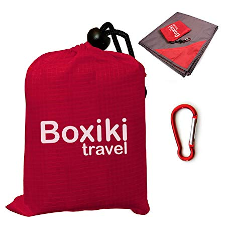Boxiki Travel Kompakte Wasserabweisende Taschen-Stranddecke Handliche Leichte zusammenfaltbare Plane mit rotem Beutel für unterwegs. Picknick Camping Decke für draußen mit Clip zum einfachen anbr