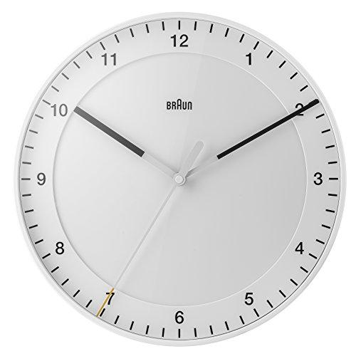 Klassische große analoge Wanduhr von Braun mit ruhigem Uhrwerk, leicht lesbarem Zifferblatt mit 30cm Durchmesser in Weiß, Modell BNC017WHWH.