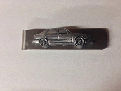 Geldklammer aus Edelstahl mit einem Saab 9,5 4-Türer Saloon ref230 3D-Emblem mit Zinn-Effekt.