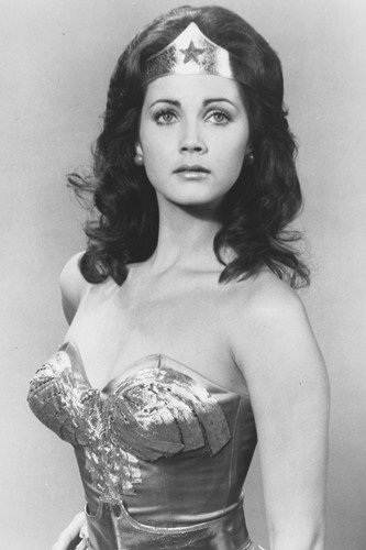 Lynda Carter as Wonder Woman in Wonder Woman in Wonder Woman (60x91cm) Póster de una pose impresionante!