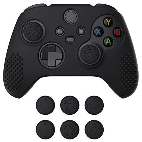eXtremeRate PlayVital Schutzhülle für Xbox Series S/X,Case Anti-Rutsche Hülle Griffe Skin aus weichem Gummi,6 Stück Schwarze Stick Aufsätze für Xbox Series S/X Controller(3D Noppen Edition,Schwarz)