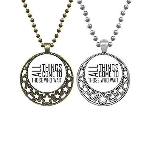 Collar con colgante con texto en inglés 'All Things Come To Those Who Wait Lovers'
