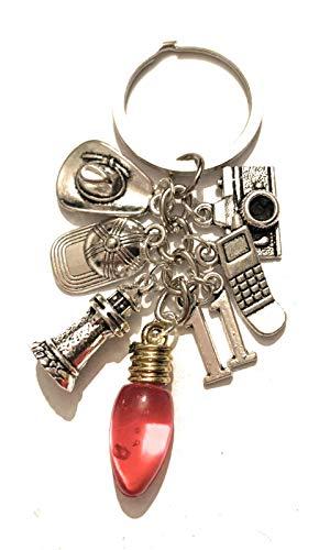 giulyscreations Portachiavi Stranger Things Metallo Nichel Free Undici Luci Natale Will Byers Cellulare Fotocamera Berretto Dustin Hopper Eleven Fantasy Serie TV Cosplay