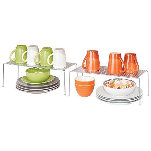 mDesign Juego de 2 estantes de cocina – Soportes para platos independientes de metal – Organizadores de armarios estrechos para tazas, platos, alimentos, etc. – plateado