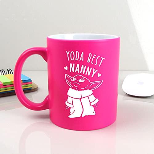 eBuyGB Taza de café Personalizada, Taza de té con temática de Star Wars de 350 ml, Regalo Divertido para Abuela, niñera, Abuelita (Yoda Best Nanny)