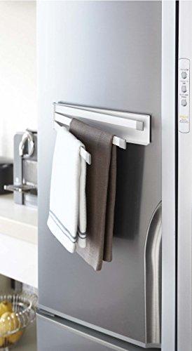 幅広のマグネット面でしっかりとくっ付いてくれるふきんかけです。冷蔵庫の扉や脇にペタリと貼れます。スリムでスッキリとしたデザインだから、どんなインテリアにも似合いそう。