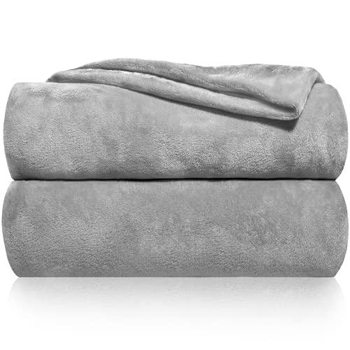 Gräfenstayn® Kuscheldecke flauschig & super weich - hochwertige Fleecedecke auch als Wohndecke, Tagesdecke, Sofadecke & Wohnzimmer geeignet - Überwurf Decke Sofa & Couch (Grau, 240x220 cm)
