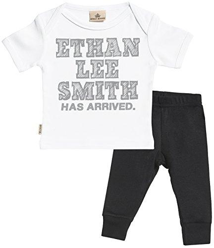 Personalizados bebé Full Name Has Arrived Regalo para bebé - Camiseta Personalizados para bebés & Pantalones para bebé - Regalos Personalizados para bebé - Blanco, Negro - 0-6 Meses