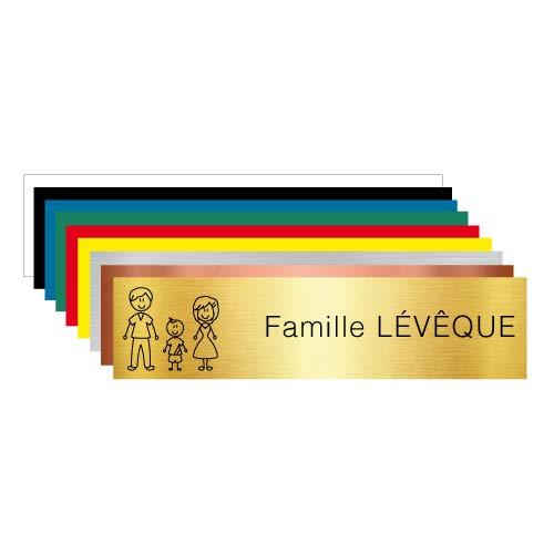 Plaque Gravée Pour Boîte Aux Lettres Petite Famille Personnalisable Avec Votre Nom de Famille - Dimensions 10 x 2,5 Cm - Aspect Or Brossé Avec Écriture Noire - Famille Avec Un Garçon