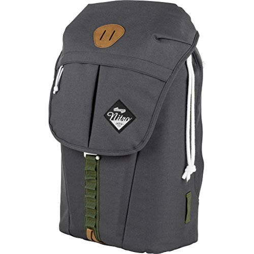 """Nitro Cypress sportiver Daypack Rucksack für Uni & Freizeit, Streetpack mit gepolstertem 15"""" Wide Laptopfach & Seesacktunnelverschluss, Überschlagdeckel, Pirate Black, 28 L"""