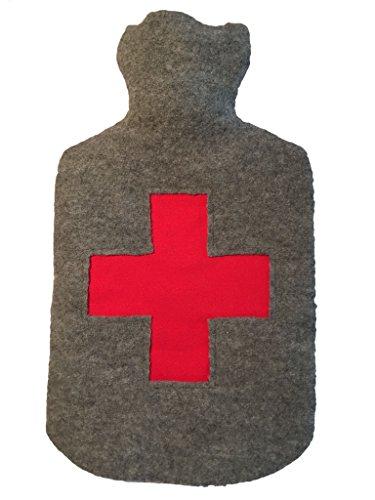 Wärmflasche aus Naturgummi mit handgefertigtem Überzug aus gewalkter Wolle und rotem Kreuz